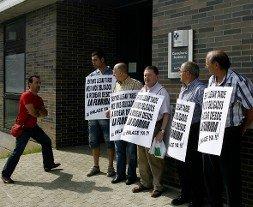 Protesta en Las Campas para reclamar el vial