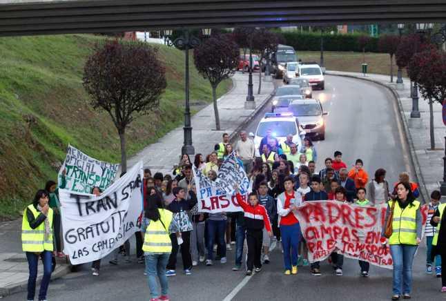 Las Campas, en marcha por el bus escolar